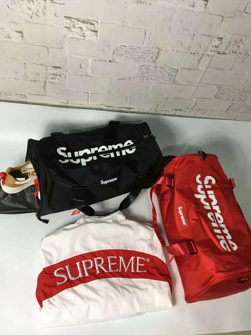 supreme 旅行バッグ