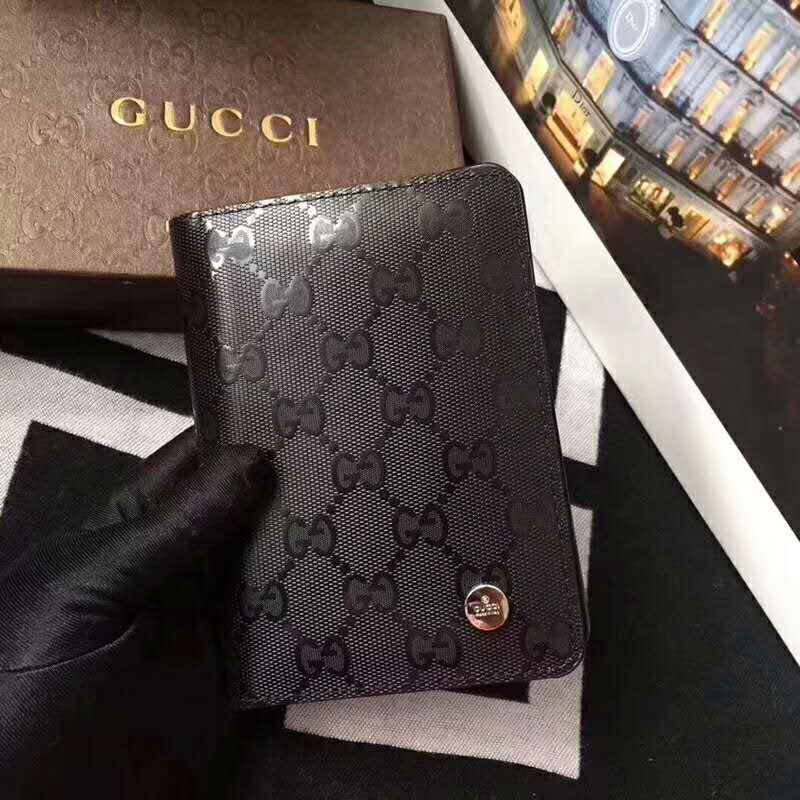 グッチ パスポートケース
