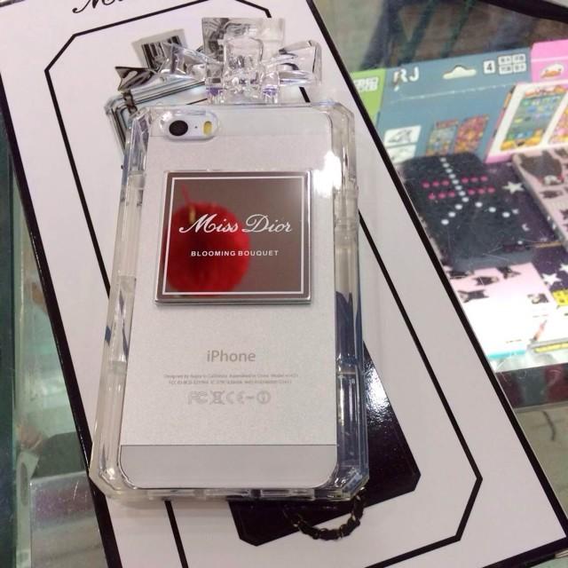 Dior アイフォン7ケース ちょうけつび